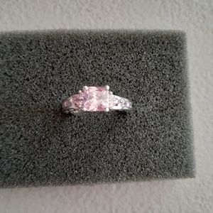 Jewelry - Ring with Pink stones